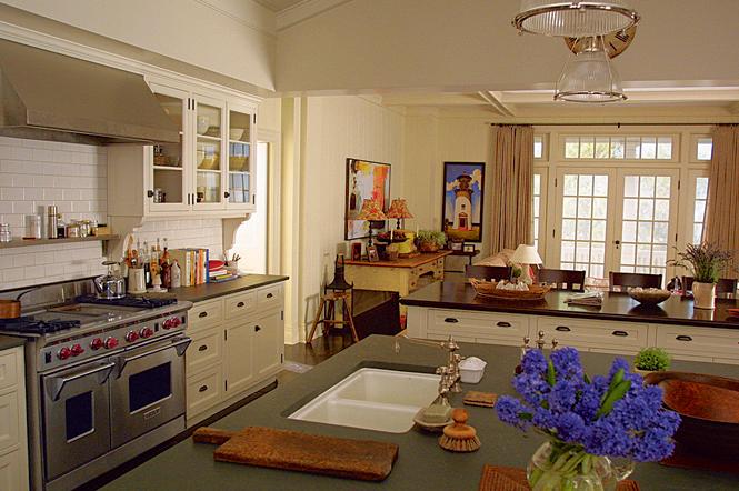 somethings-gotta-give-kitchen